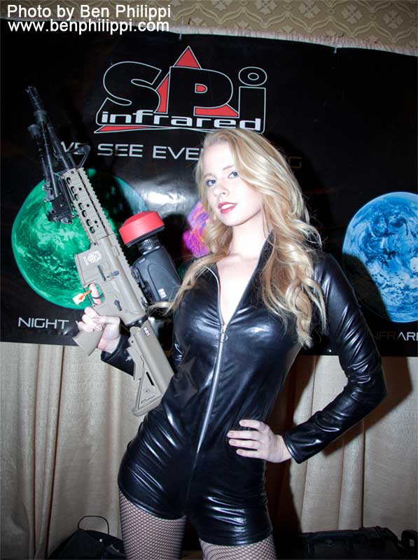 Shot Show 2014 Girl with PAS-15 thermal scope